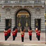 buckingham sarayı nöbet değişimi